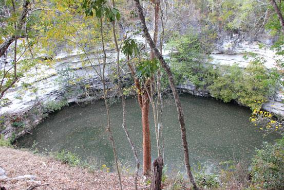 Chichen-Itza-cenote-sagrado