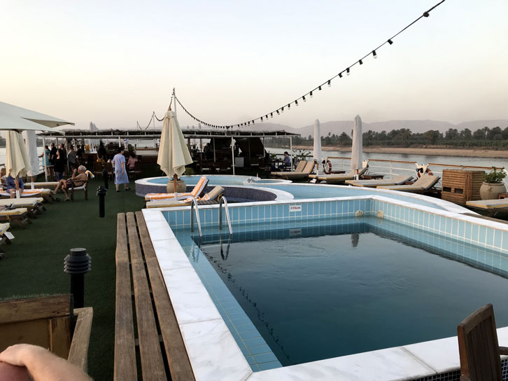 crucero-egipto-piscina-motonave