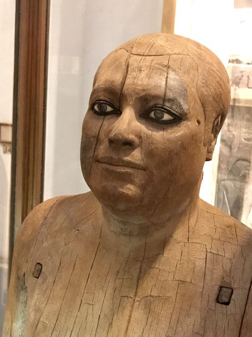 museo-cairo-buesto-madera