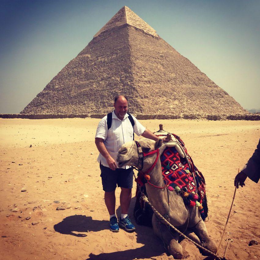 viaje-egipto-camello-piramide