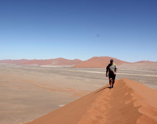 viaje-namibia-subiendo-duna-45