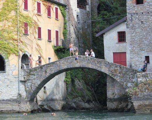 viaje-italia-con-niños-puente-lago-di-como