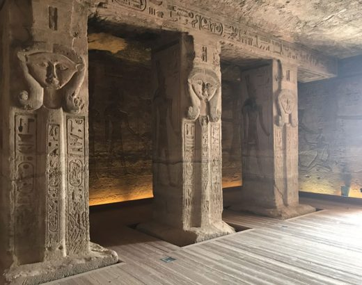 excursion-abu-simbel-columnas