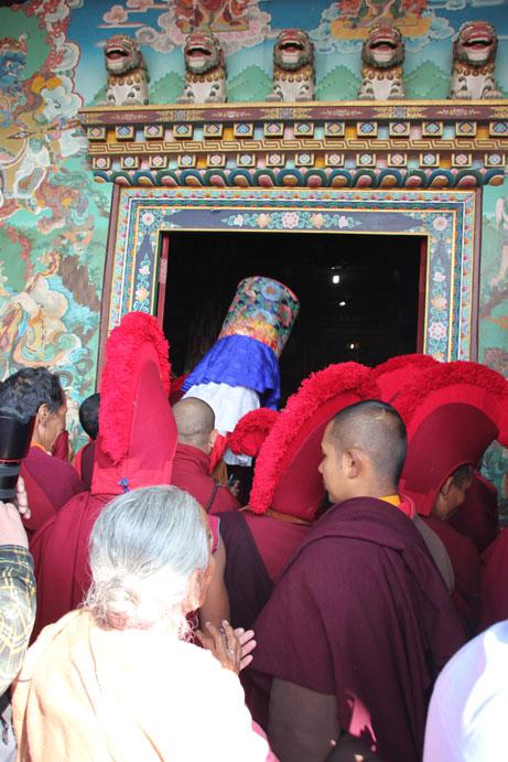 llegada-lama-templo-boudhanath