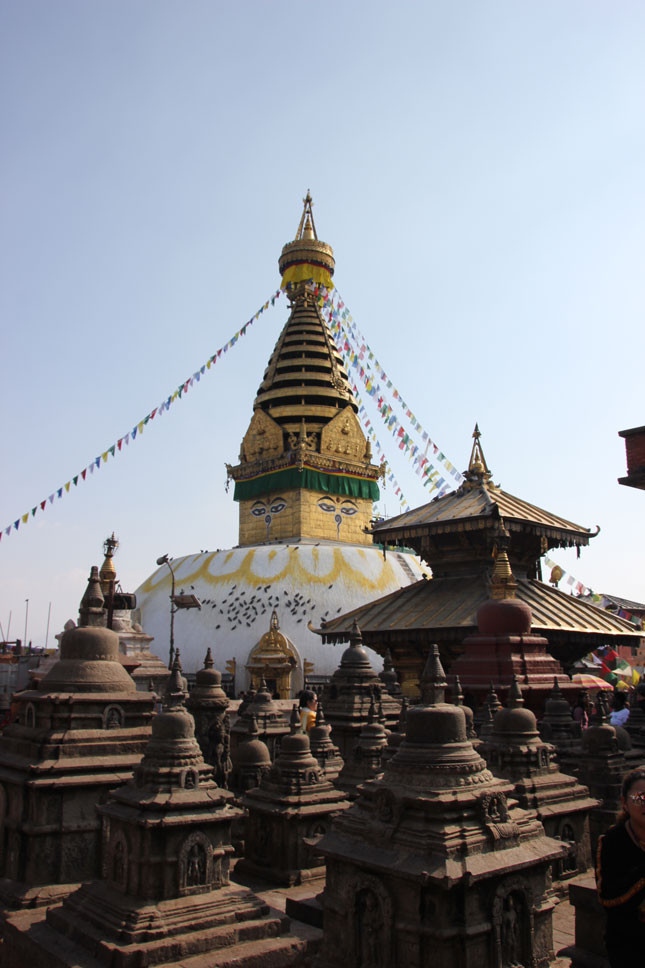 templo-monos-katmandu-estupas-pequeñas