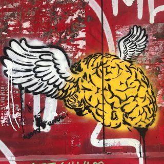 A pesar de las restricciones que estamos sufriendo estos meses, mi mente no ha dejado de viajar. Este graffitti plasma perfectamente esta idea. Ya queda menos... . . #travel #travelling #traveller #viajes #viajar #travelgram #instatravel #graffitti #graffittiart #pasionporviajar #amoviajar #lovetravel #barcelona #visitbarcelona #paseosconencanto #gorongeti #deviaje