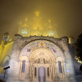 Foggy night in Barcelona. . . #barcelona #barcelonacity #barcelonagram #barcelonaexperience #barcelonafans #barcelonalife #barcelonalovers #bcn #bcnlovers #bcncity #bcnmoltmés #viatgersdc